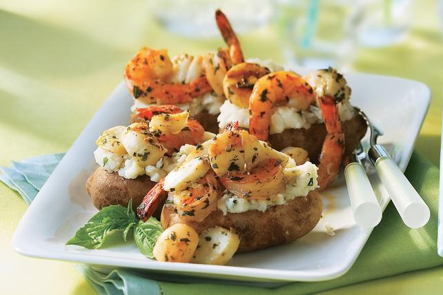 Pommes de terre garnies de poisson et de fruits de mer Image 1