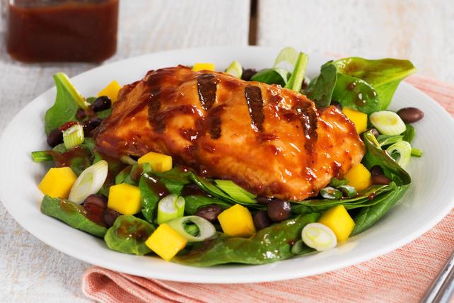 Salade de saumon à la sauce barbecue épicée et à la mangue Image 1