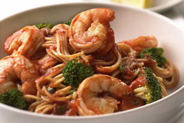 Spaghettinis aux crevettes pochées à la tomate Image 1