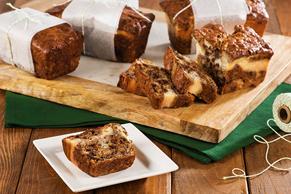 Mini-pains aux bananes, aux brisures de chocolat et au fromage à la crème