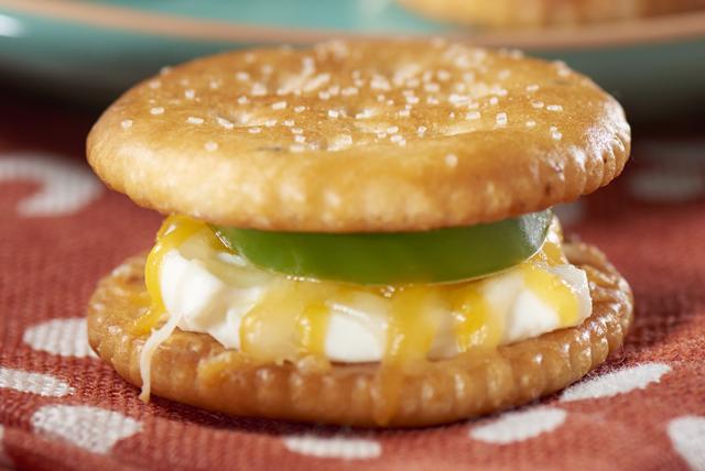 Sandwichs de craquelins au piment jalapeno Image 1