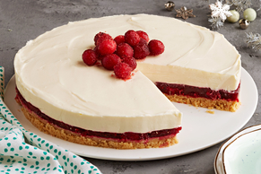 Cheesecake de arándano rojo y chocolate blanco sin hornear