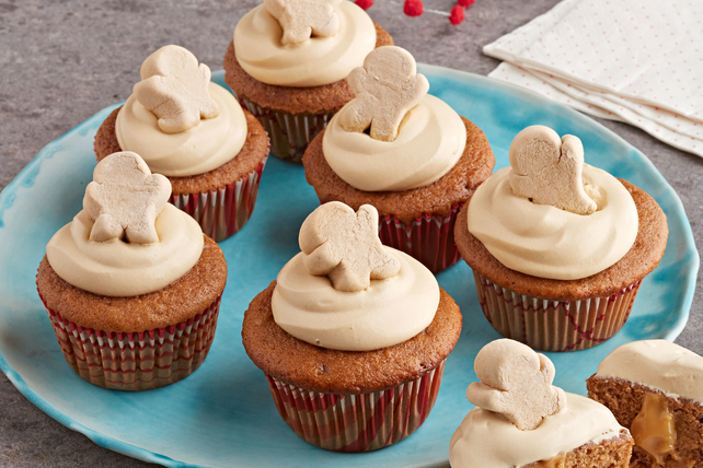 Pudding-Filled Gingerbread Cupcakes Image 1