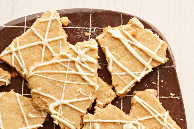 Pedazos de galleta de chocolate blanco y nueces macadamias Image 1
