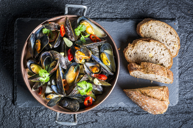 Mussels with Tomato-Wine Broth Image 1