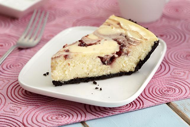 Gâteau au fromage PHILADELPHIA, au chocolat blanc et au tourbillon de framboises en trois étapes Image 1