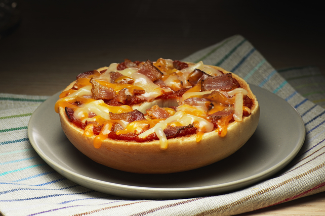 Triple Cheddar-Bacon Bagel Pizza Image 1