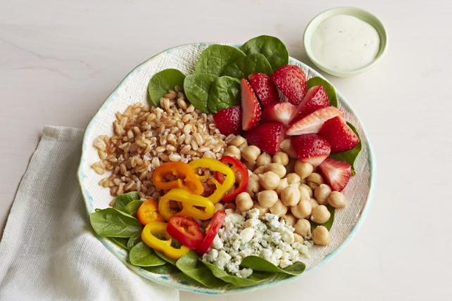 Salade d'épeautre, d'épinards et de fraises Image 1