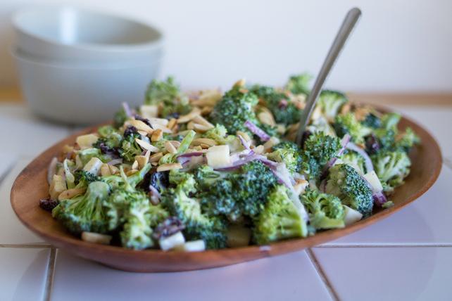 Salade croquante au brocoli et à la pomme Image 1