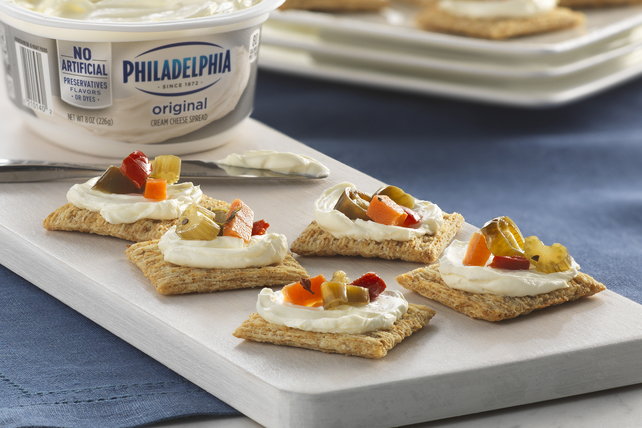 Antipasto-Cream Cheese Crackers Image 1