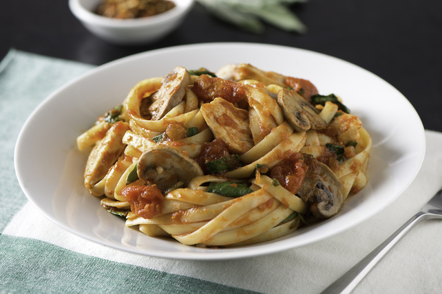 Spicy Tomato Pasta with Chicken, Spinach and Mushroom