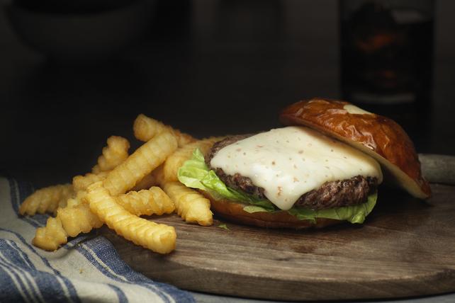 Smoky Bacon Cheddar Burgers Image 1