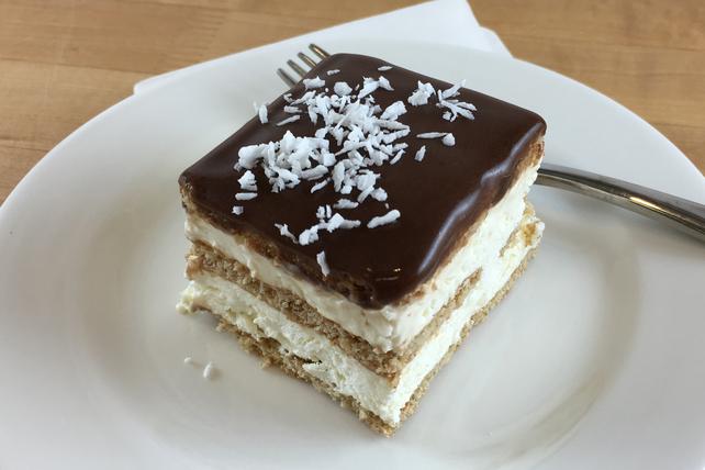 «Gâteau» éclair aux biscuits graham, au chocolat et à la noix de coco Image 1