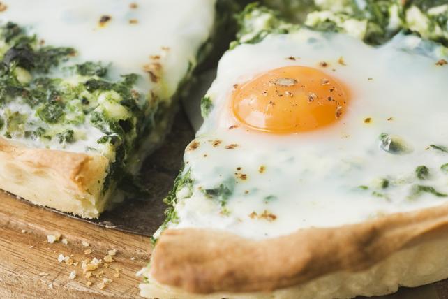 Pizza aux épinards et aux œufs pour le brunch Image 1