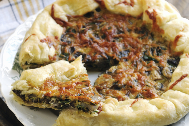 Free-Form Puff Pastry Spinach Tart Image 1