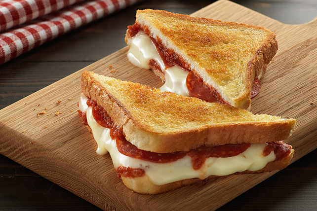 Pepperoni Pizza Grilled Cheese Image 1