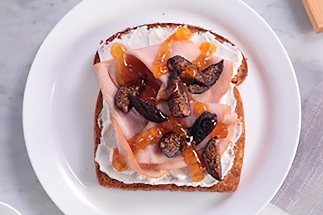 Rôtie au jambon glacé à l'abricot et aux figues Image 1