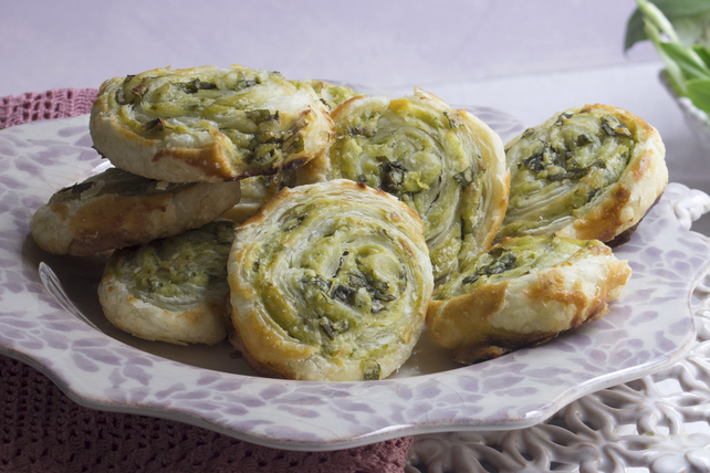 Pesto and Cheese Pinwheels Image 1