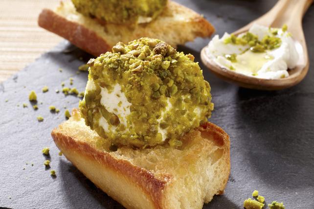 Mini-bouchées au fromage en croûte de pistaches Image 1