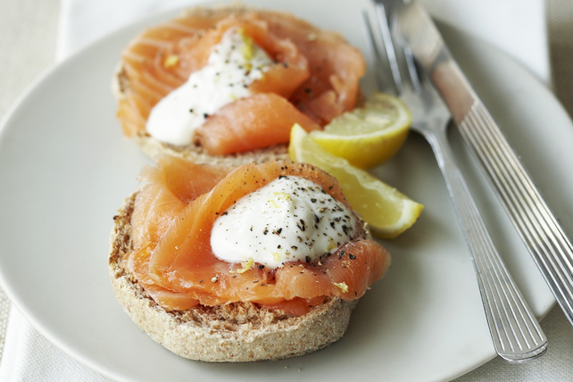 Muffins anglais au saumon fumé et à la mayonnaise au raifort Image 1