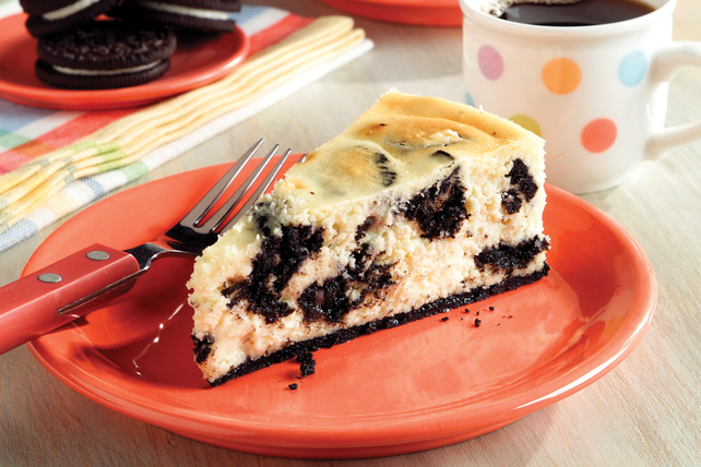 Cookies and Cream Cheesecake Image 1