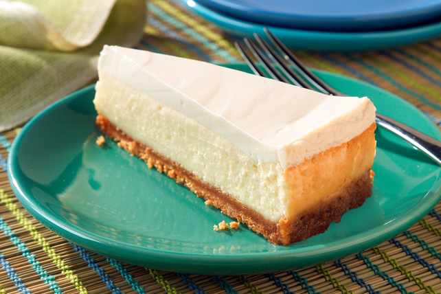 Cheesecake with Sour Cream Topping Image 1