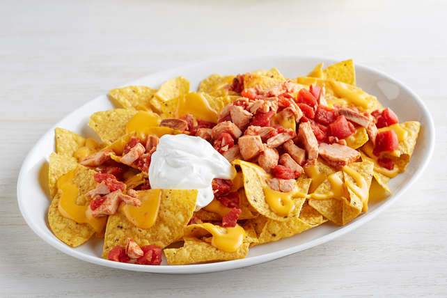 Cheesy Chicken Chili Nachos Image 1