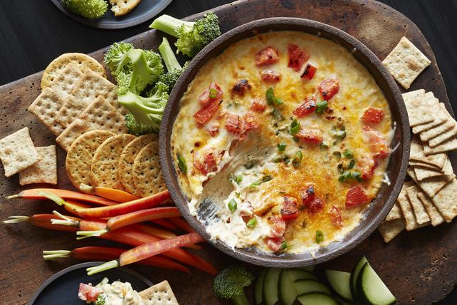 Trempette de fromage et de pois chiches avec garniture aux tomates Image 1