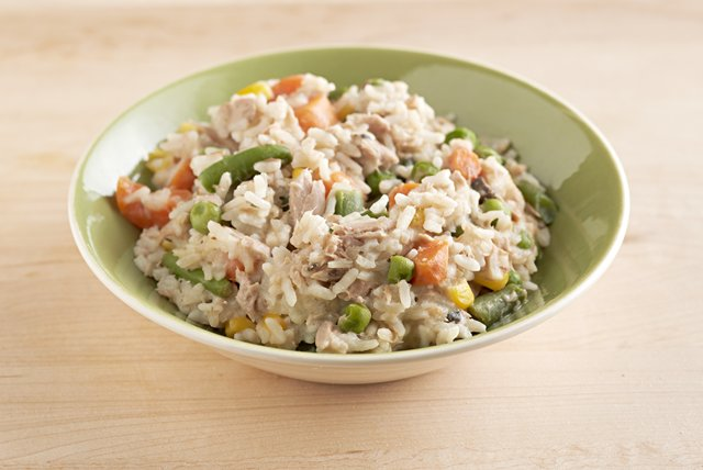 15-Minute Tuna & Rice Primavera Image 1