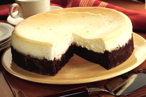 Cheesecake con fondo de chocolate brownie