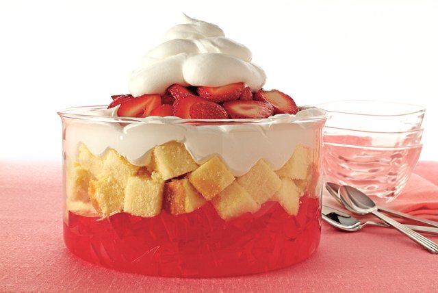 Easy Strawberry Trifle Image 1