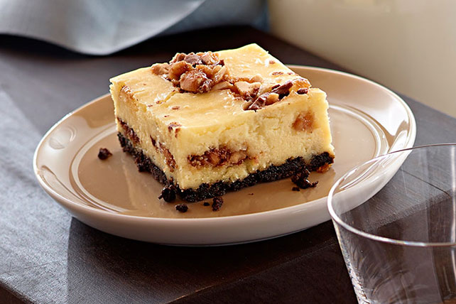 Candy Bar Cheesecake Squares Image 1