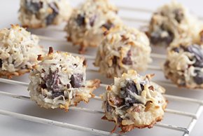 BAKER'S® ONE BOWL Chocolate Chunks Macaroons