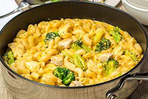 Macarrones con queso, pollo y brócoli