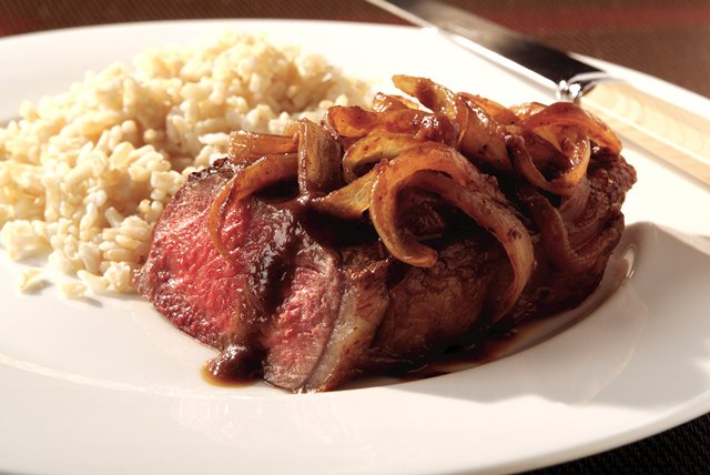 Strip Steak Recipe with Onion Wine Sauce Image 1