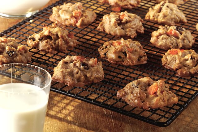 Bran Fruit and Nut Cookies Image 1