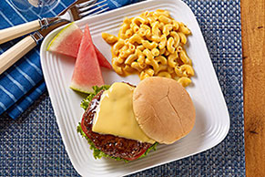 BBQ Cheeseburgers with Deluxe Macaroni & Cheese Dinner