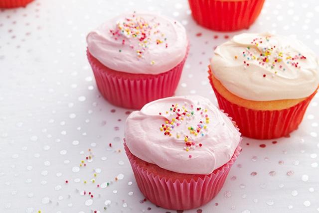 Rainbow Cupcakes Image 1
