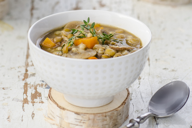 Soupe aux lentilles, à l'orge et aux champignons Image 1