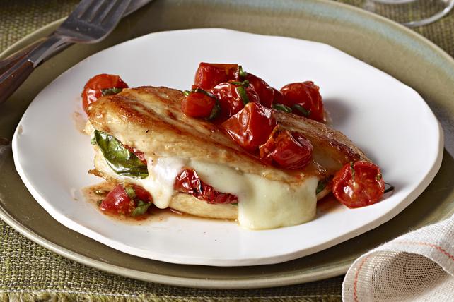 Poulet au mozzarella et au basilic avec tomates grillées Image 1