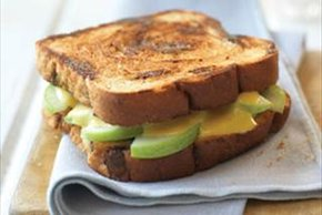 Cheesy Apple-Cinnamon Raisin Grill