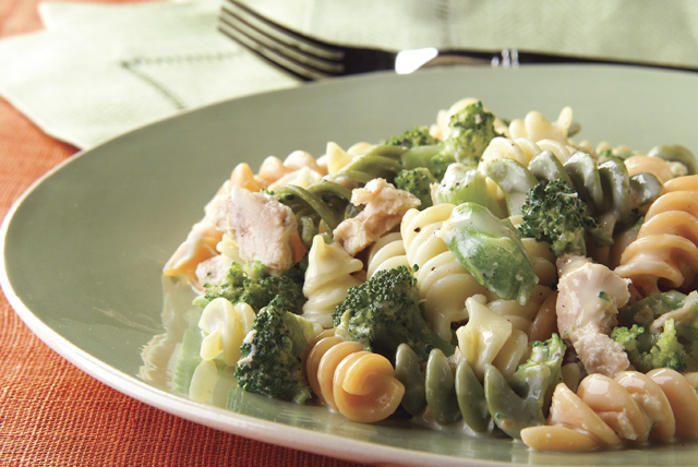 Cheesy Rotini and Tuna Image 1