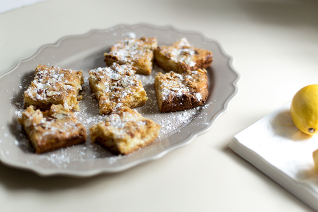 Creamy Lemon Bars Image 1