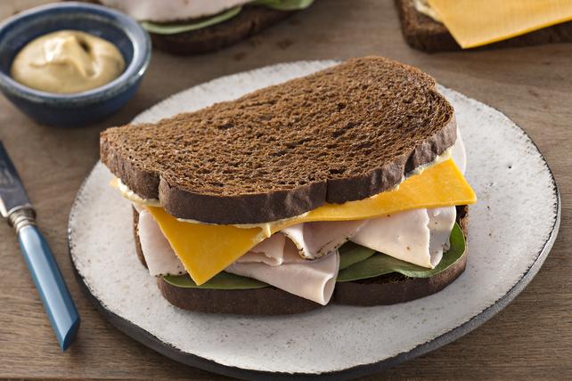 Sandwich à la dinde et au fromage classique Image 1