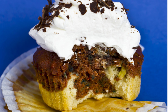 Petits gâteaux marbrés avec garniture fouettée Image 1