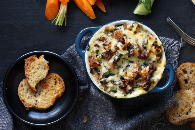 Trempette aux trois fromages, au bacon et au chou frisé Image 1