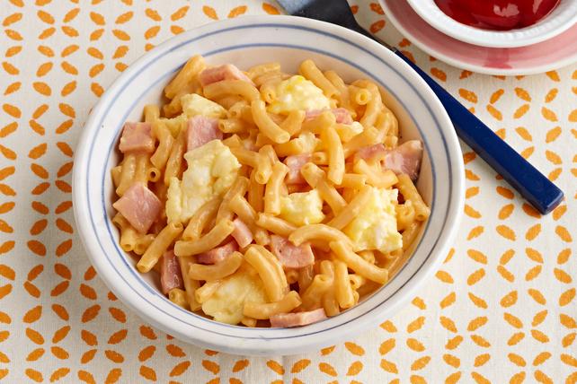 Bol d'œuf brouillé au macaroni et fromage Image 1