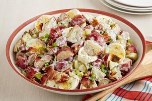 Salade de pommes de terre aux cornichons et au bacon