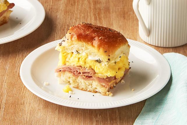 Mini-burgers au jambon, aux œufs et au fromage pour le brunch Image 1