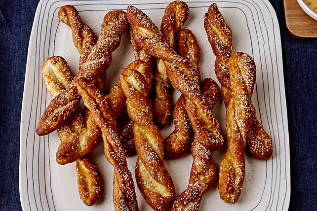 Homemade Pretzels with Beer-Cheese Dip Image 1
